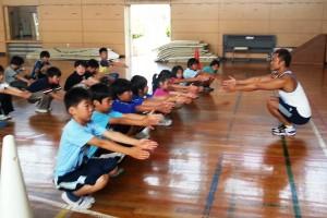 キッズのトレーニングは筋肉をつけることではなく、正しい姿勢、動きを身に付けること
